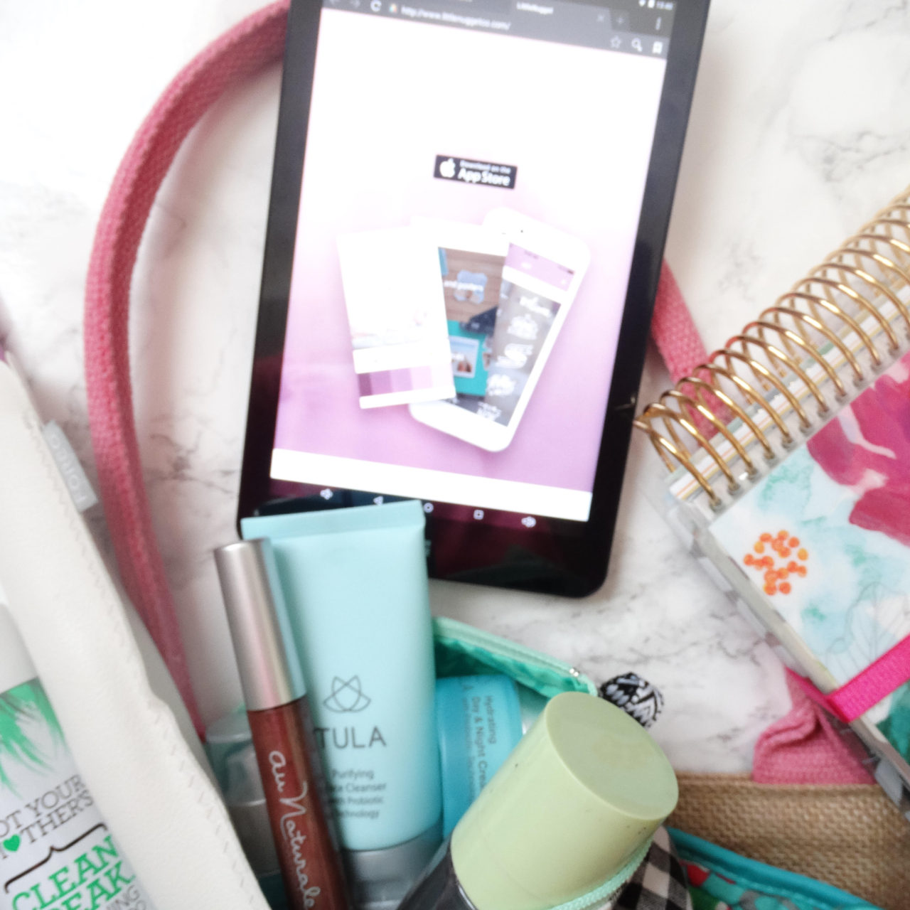 Road trip essentials for moms and kids!