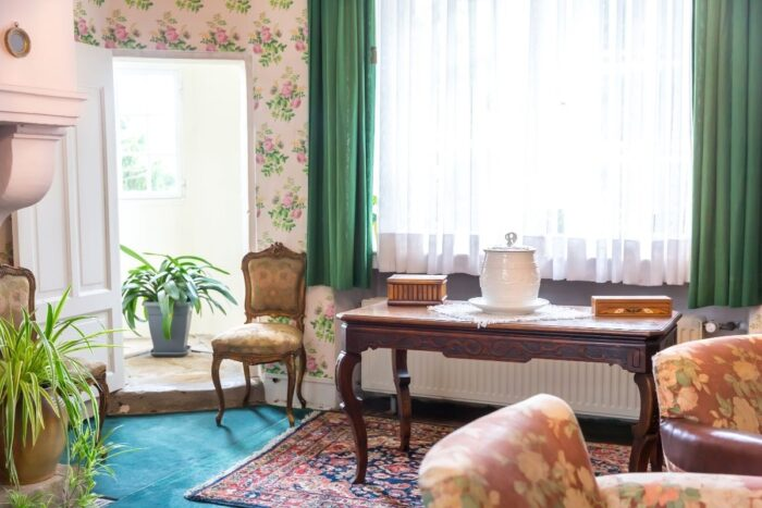 Antique room decor example with blush pink accents
