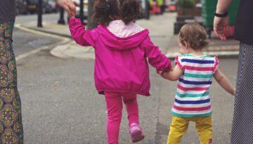 Free image/jpeg Resolution: 4344x3128, File size: 3Mb, Happy kids on a city street