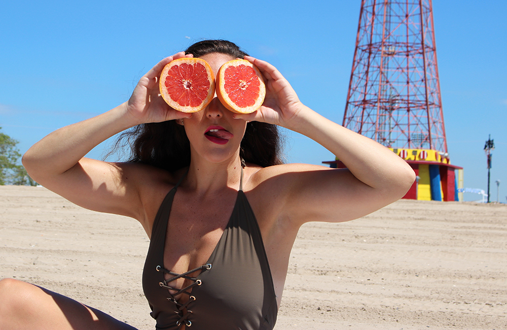 curvy-model-swimsuit-beach-photoshoot-13