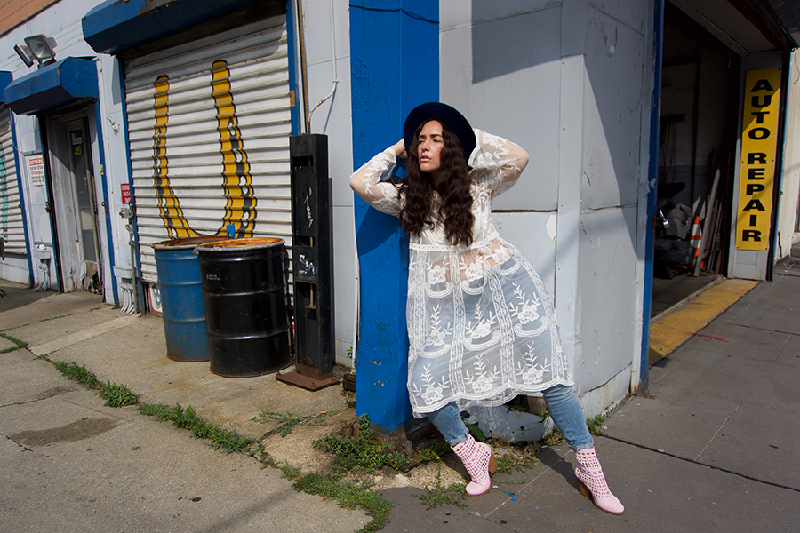 curvy-model-blogger-pink-boots-lace-dress-5