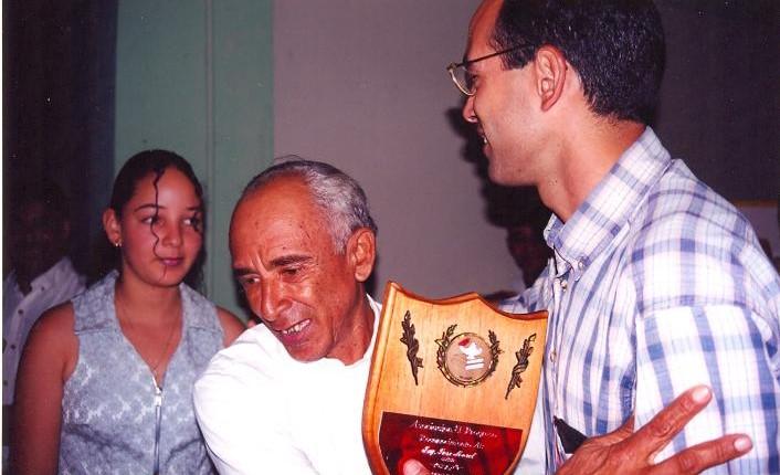 Ing. José Morell recibe un reconocimiento de COZAHA, en Hatillo.