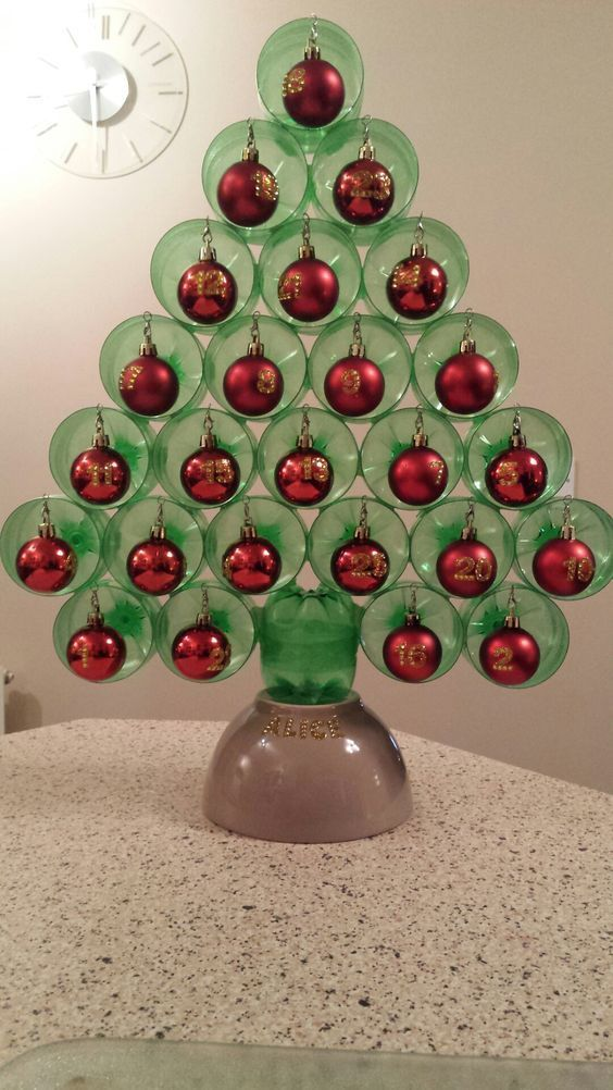 recycled artificial christmas tree from plastic bottles (image credit : Muito Chique / Pinterest)