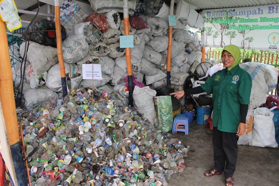waste bank in Subaraya