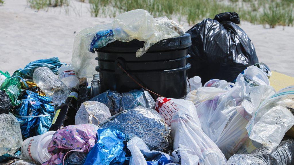 plastic trash - optimized