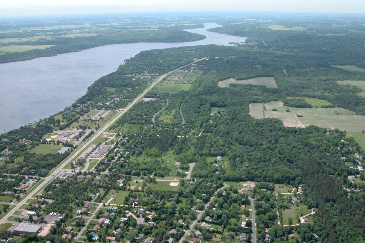 https://secureservercdn.net/198.71.233.31/3zp.bf9.myftpupload.com/wp-content/uploads/2019/11/Mississippi-River-looking-south-1200x800.jpg