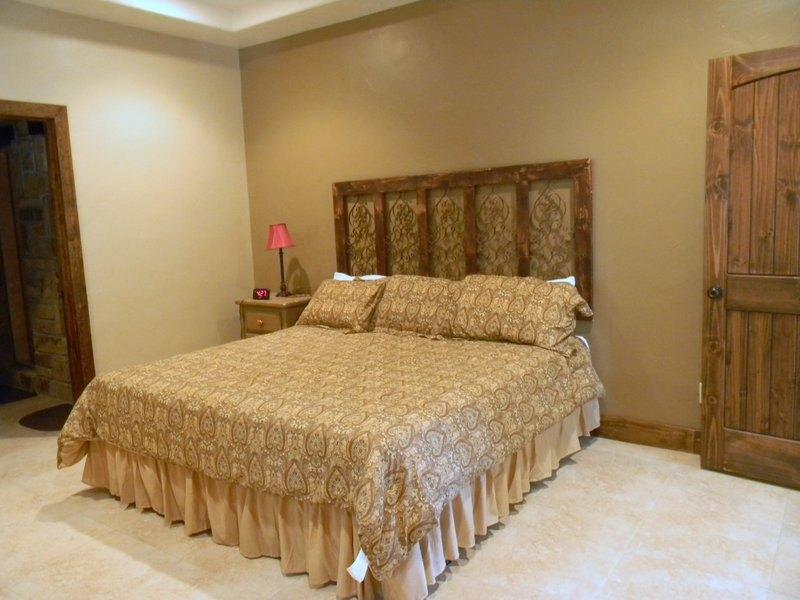 bungalo_40_bedroom1king