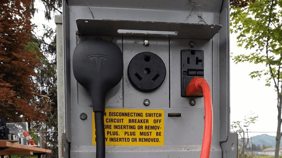old-tech-charging-ev-has-a-place_JAA-Tesla