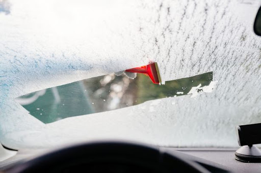 How to Clean the Inside of A Windshield Without A Streaky Mess