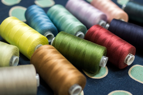 Available in 60 solid colours, use Konfetti™ for quilting, piecing, applique and more.