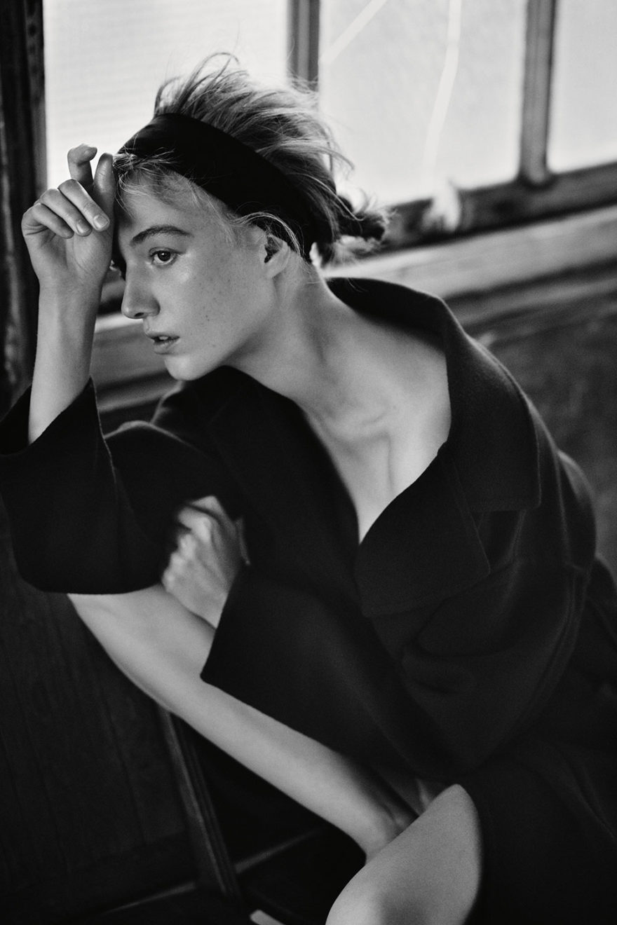 Model Lou Schoof photographed in black and white by photographer Diego Uchitel for MONROWE Magazine. Navy Cashmere Coat by Tomorrowland.