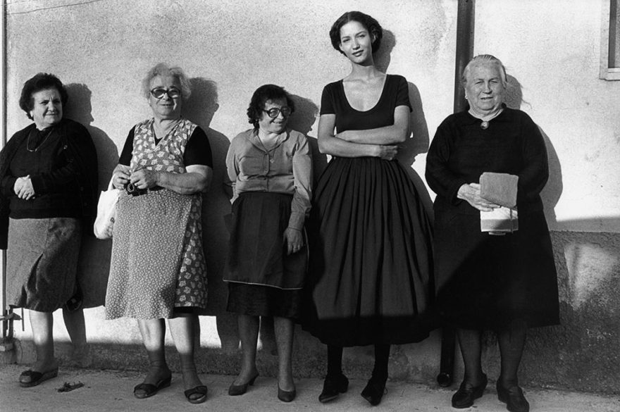 Image of 4 older women and one younger women in Italy smiling at camera. Image by Ferdinando Scianna © Magnum Photos