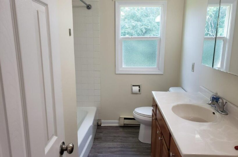 Apartment full bath
