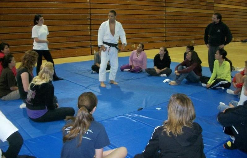 Self Defense Classes For Women Rancho Cucamonga | Javier Vazquez Jiu Jitsu