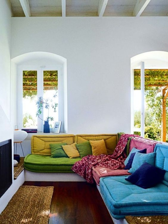 Structured furniture layout in blues + greens | Feng Shui knowledge + wisdom guide | Girlfriend is Better