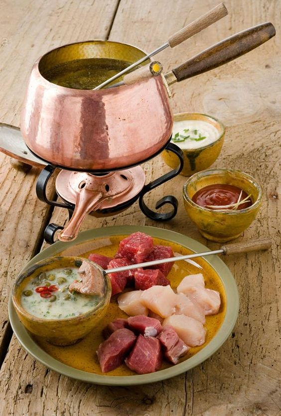 fondue bourguignonne | Retro holiday party idea | Girlfriend is Better