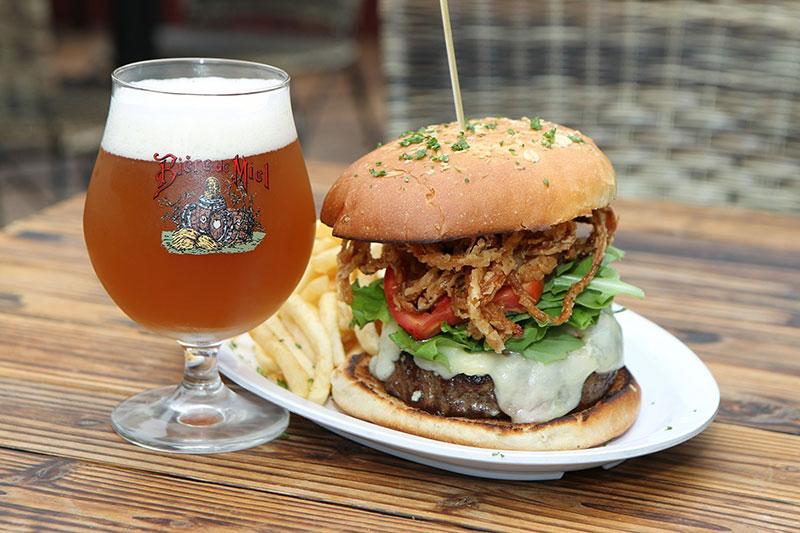 The Public House La Jolla   Best burgers + beer   Girlfriend is Better
