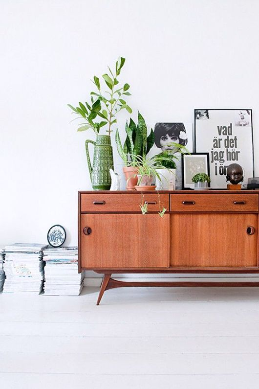 Just stay no to stacks! Mid-century modern magazine racks on Girlfriend is Better