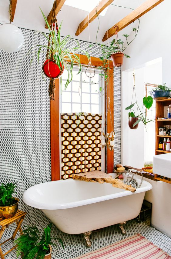 Attract prosperity and wealth with Feng Shui | Red + gold bathroom | Girlfriend is Better