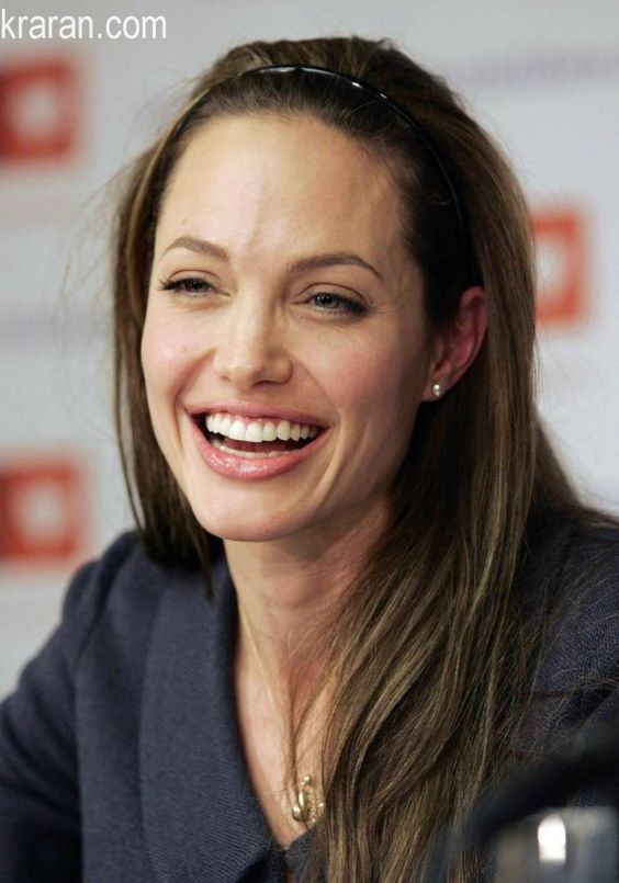 Angelina Jolie looking gorgeous without makeup | Retinol reduces wrinkles | Girlfriend is Better