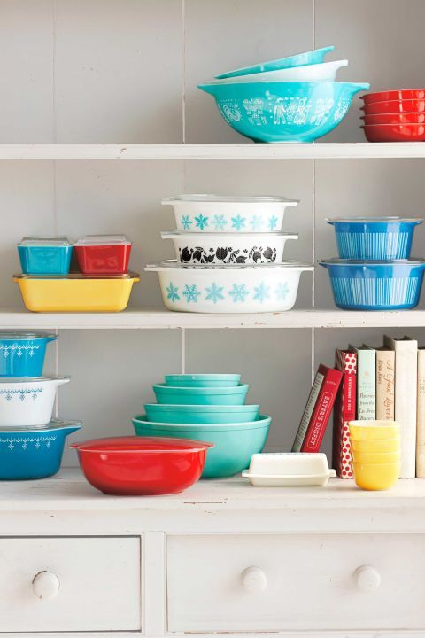 Create a kitchen display with vintage Pyrex bakeware   Girlfriend is Better