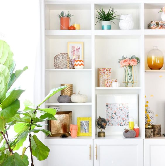 Display antiques and family heirlooms in the family center | Feng Shui guide | Girlfriend is Better