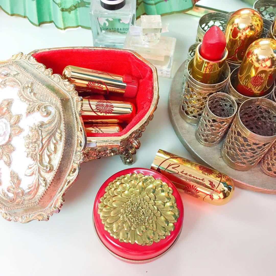 Organize makeup and jewelry with vintage containers | Girlfriend is Better