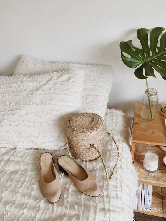 Natural decor and tropical home decor details | Girlfriend is Better