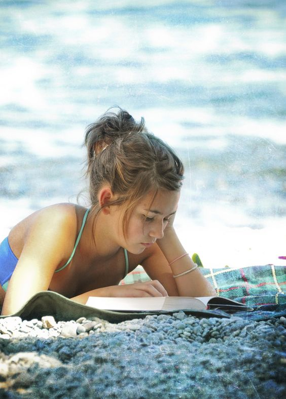 Summer classic novels perfect for sunbathing on the beach   Girlfriend is Better