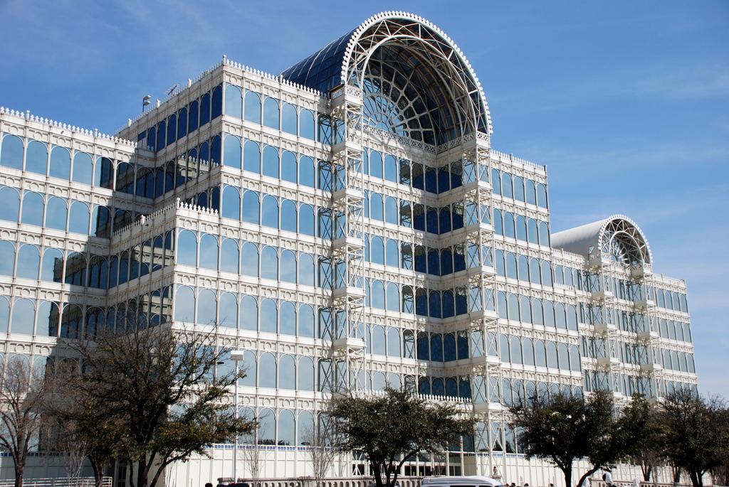 Dallas, Texas Infomart building   travel guide   Girlfriend is Better