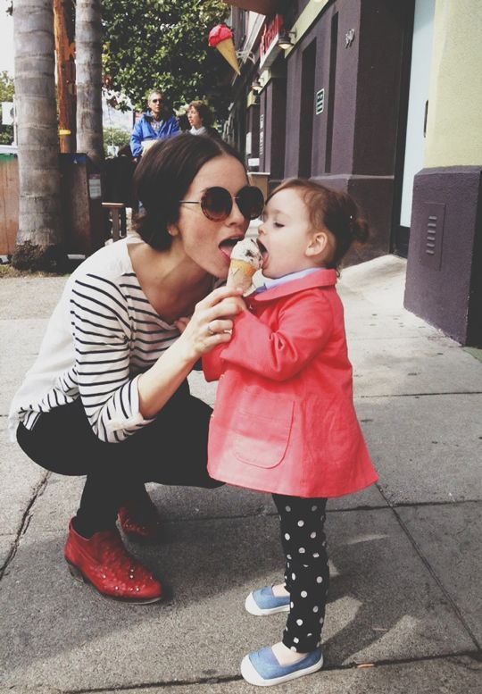 Mom sharing ice cream   Travel tips for kids   Girlfriend is Better