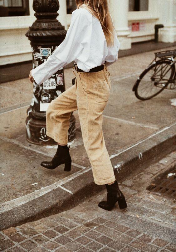 Cropped corduroy pants in beige   Girlfriend is Better