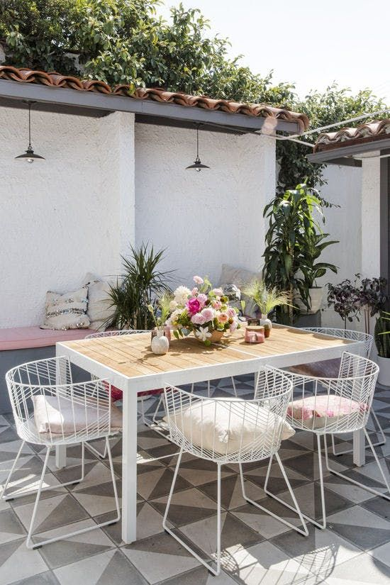 Libra astrology home decor guide | Outdoor patio tablescape | Girlfriend is Better