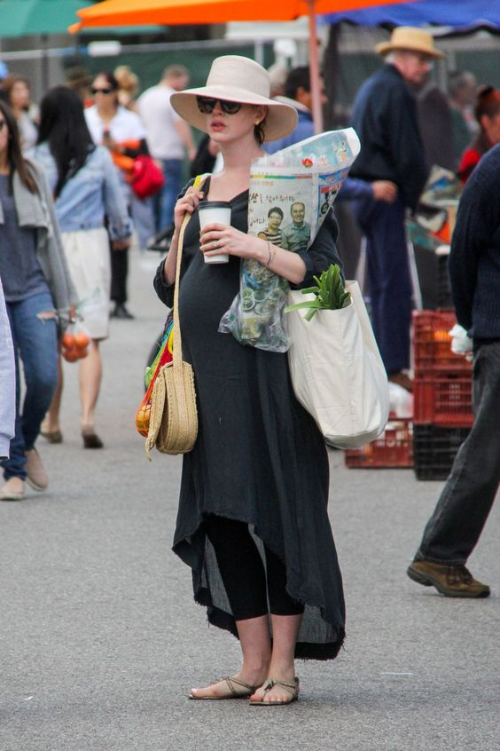 Anne Hathaway shopping at The Original Farmer's Market in Los Angeles | Girlfriend is Better