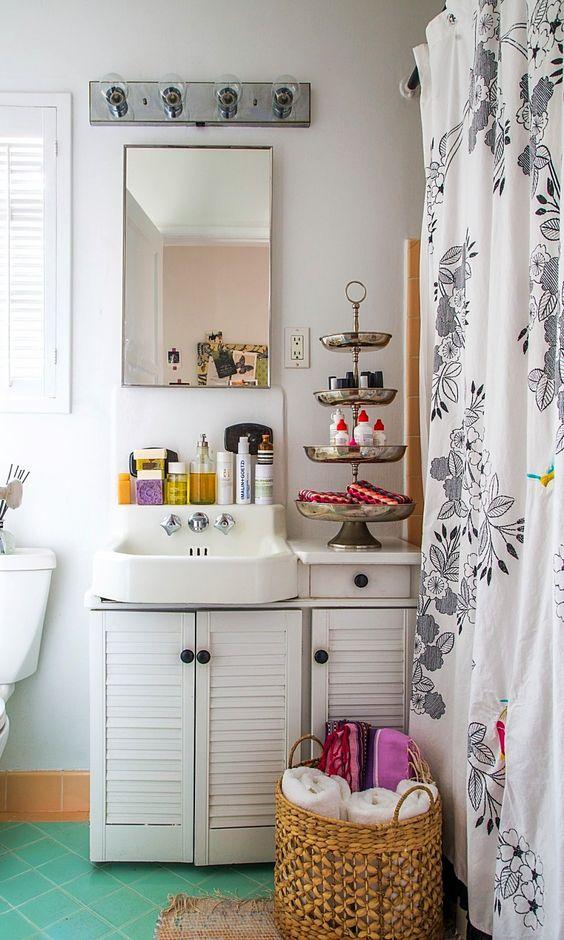 Capricorn astrology home decor guide   Bohemian bathroom   Girlfriend is Better