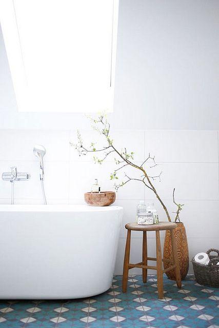 Pisces astrology home decor | Minimal bathtub Hygge | Girlfriend is Better