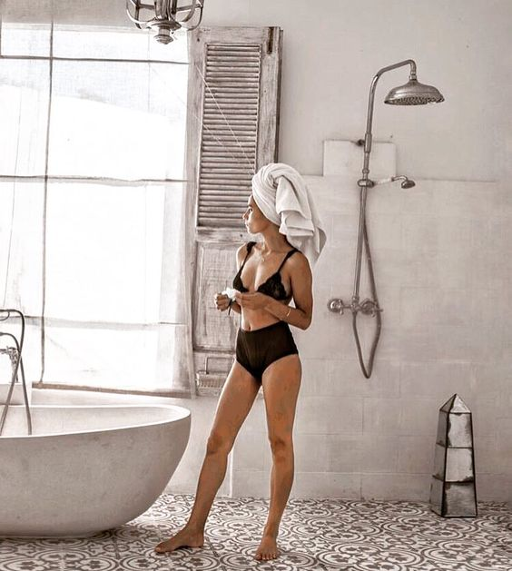 Chanté Gernertt interview Roses N Rose founder | Sunshine Sugar Body Scrub hydrating | Girlfriend is Better