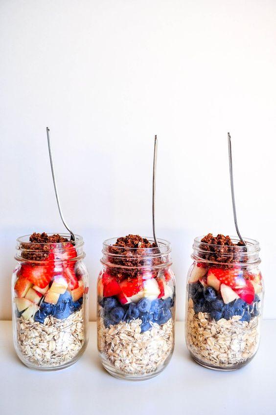 Healthy meal prep recipes   Vanilla Berries Overnight Oats   Girlfriend is Better