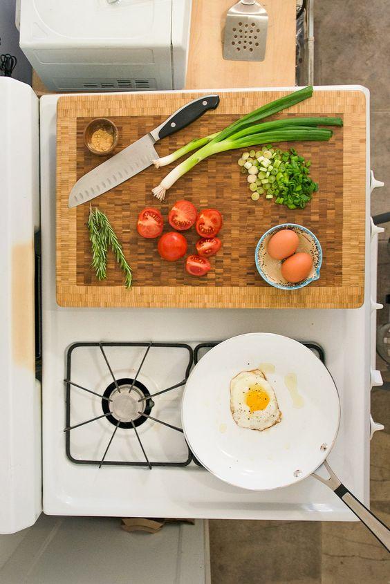 Leo astrology home decor guide | mid-century modern stove entertaining breakfast | Girlfriend is Better