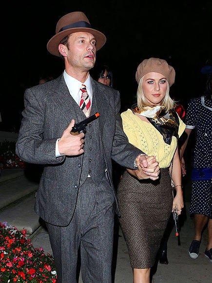 celebrity Halloween costumes   DIY Bonnie & Clyde   beret neck scarf   Girlfriend is Better