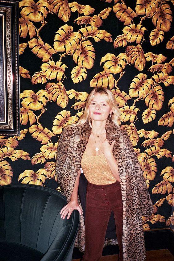 jungle decor gold leaf print wallpaper | Girlfriend is Better