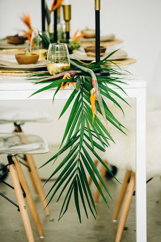 outdoor tablescapes tropical centerpiece dinner party decor | Girlfriend is Better
