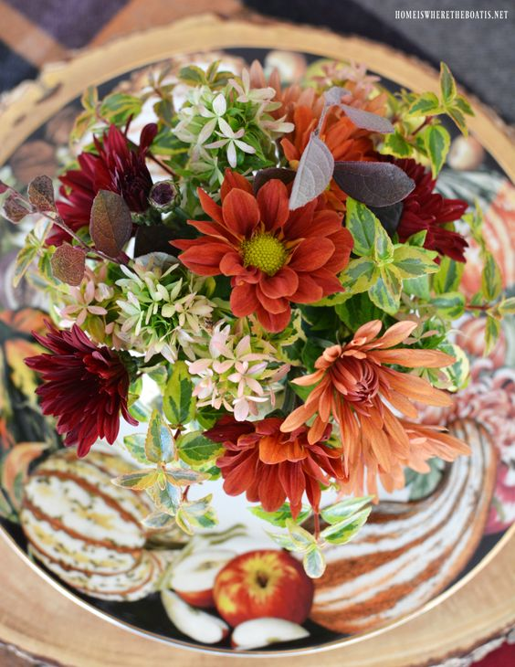 outdoor tablescapes centerpeice pumpkin floral arrangement | Girlfriend is Better