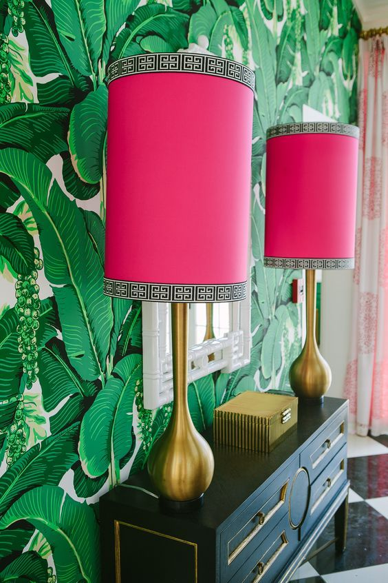chinoiserie chic   banana leaf wallpaper gold lamps hot pink   Girlfriend is Better