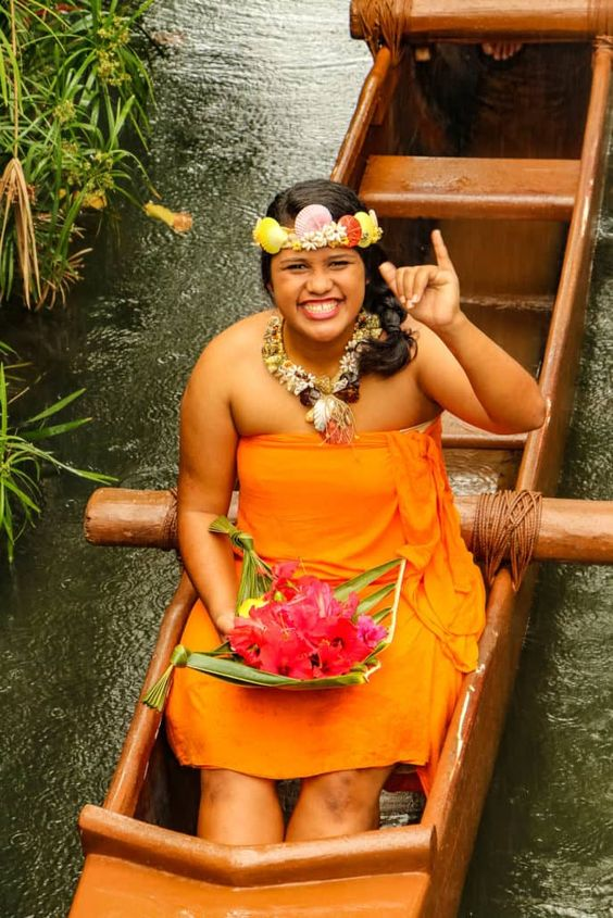 Oahu Hawaii Polynesian Cultural Center Hawaiian woman   Girlfriend is Better