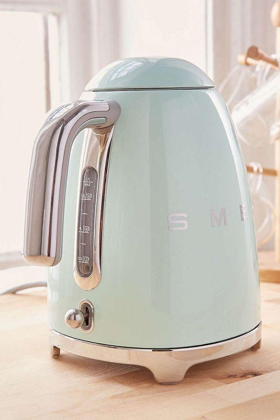 SMEG | Light blue tea kettle | Girlfriend is Better
