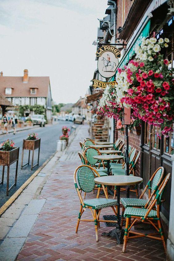 small meals | paris streetside cafe | Girlfriend is Better