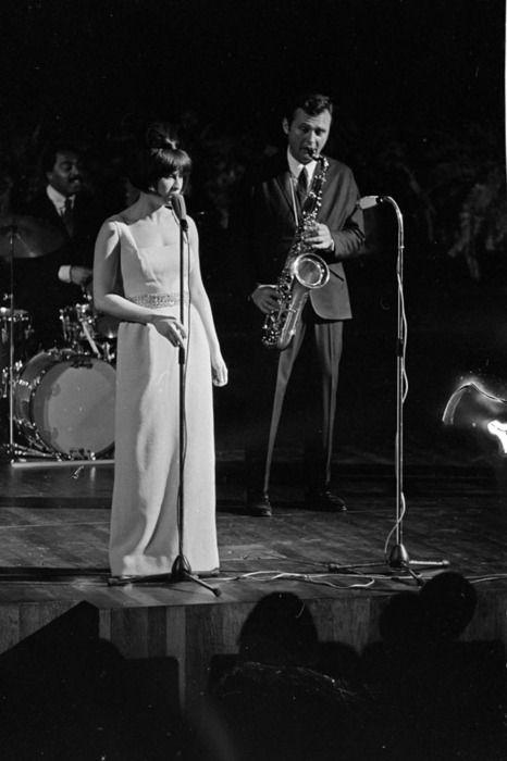 bossa nova | Astrud Gilberto  Stan Getz jazz saxophone singer 60s  | Girlfriend  is  Better