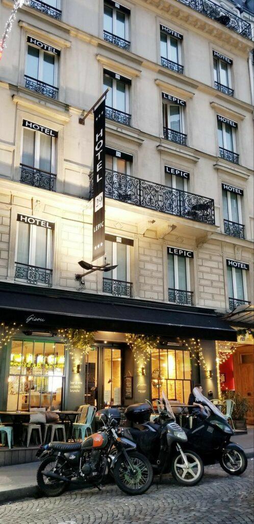 Paris 18th arrondissement | boutique Hotel 29 Lepic cafe Gisou | Girlfriend is Better