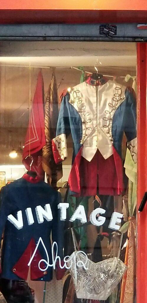 Paris 18th arrondissement | vintage shopping tourist travel tips Montmartre | Girlfriend is Better